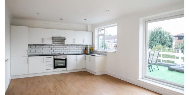 £1,600 per Calendar Month, 3 Bedroom Flat To Rent in Beckenham, BR3