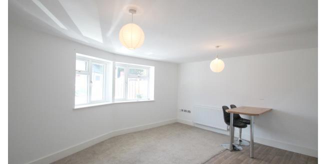 £1,150 per Calendar Month, 2 Bedroom Flat To Rent in Bromley, BR2