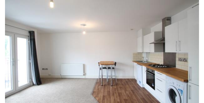 £1,150 per Calendar Month, 2 Bedroom Flat To Rent in Bromley, BR2