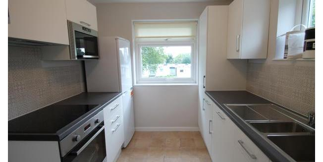 £1,400 per Calendar Month, 3 Bedroom Flat To Rent in Beckenham, BR3