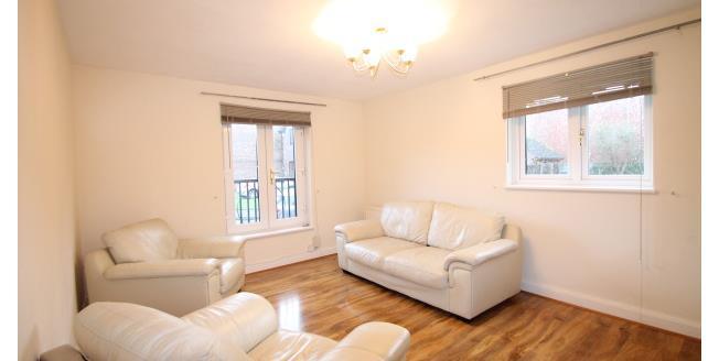 £1,150 per Calendar Month, 2 Bedroom Flat To Rent in Beckenham, BR3
