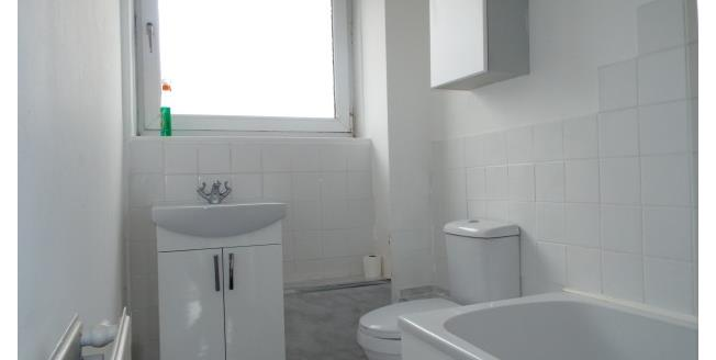 £500 per Calendar Month, 2 Bedroom Flat To Rent in Glasgow, G32