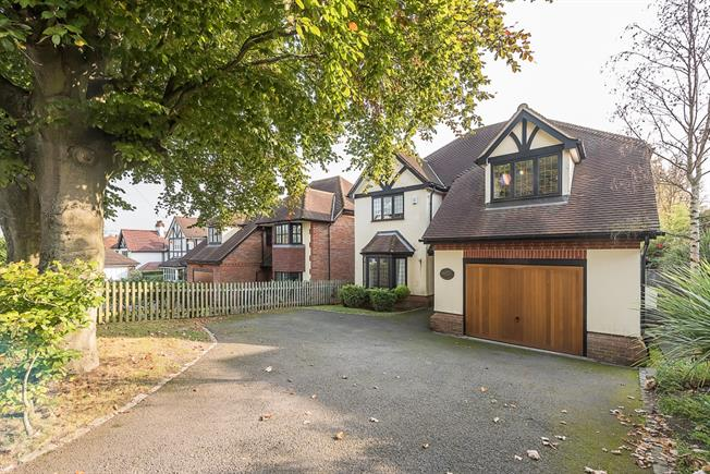 £3,800 per Calendar Month, 5 Bedroom Detached House To Rent in Chalfont St. Peter, SL9