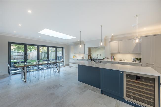 £2,500 per Calendar Month, 3 Bedroom Semi Detached House To Rent in Gerrards Cross, SL9