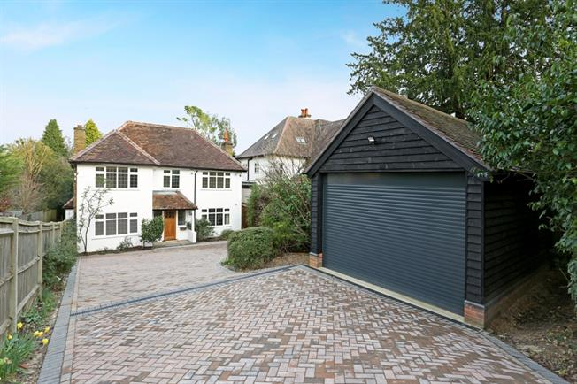 £4,500 per Calendar Month, 6 Bedroom Detached House To Rent in Chalfont St. Peter, SL9