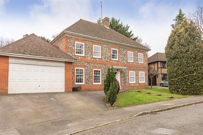 £3,599 per Calendar Month, 5 Bedroom Detached House To Rent in Gerrards Cross, SL9