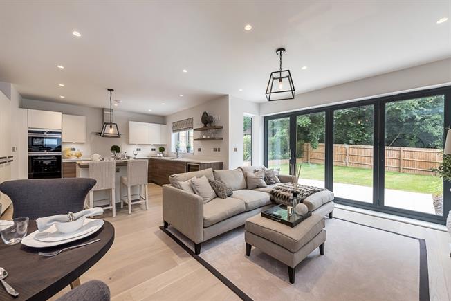 £5,000 per Calendar Month, 4 Bedroom Semi Detached House To Rent in Gerrards Cross, SL9
