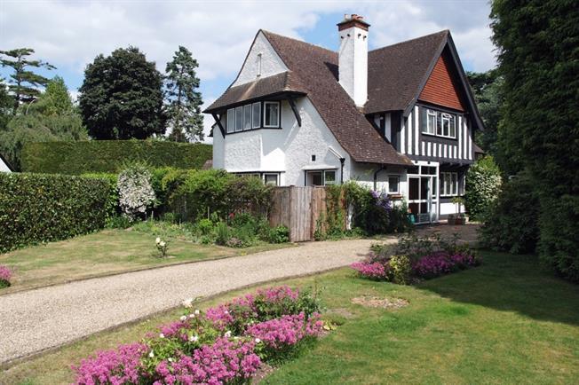 £3,750 per Calendar Month, 4 Bedroom Detached House To Rent in Gerrards Cross, SL9