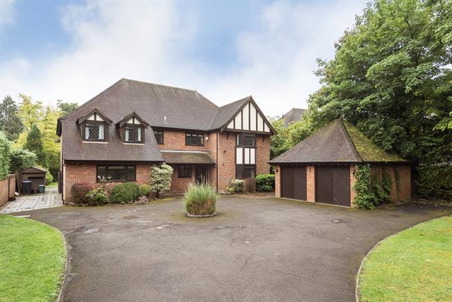 £3,950 per Calendar Month, 5 Bedroom Detached House To Rent in Gerrards Cross, SL9
