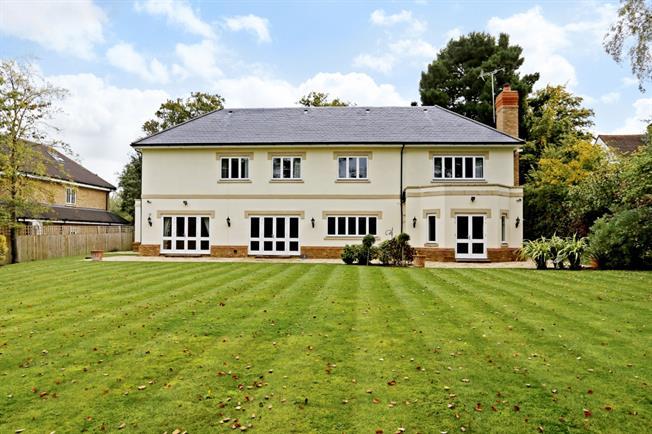 £6,950 per Calendar Month, 5 Bedroom Detached House To Rent in Gerrards Cross, SL9