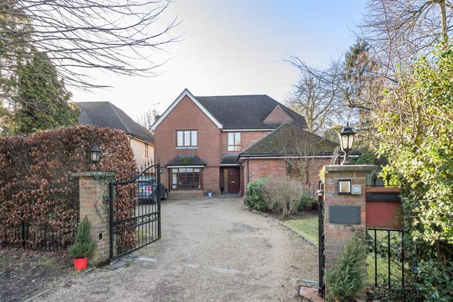 £5,300 per Calendar Month, 6 Bedroom Detached House To Rent in Gerrards Cross, SL9