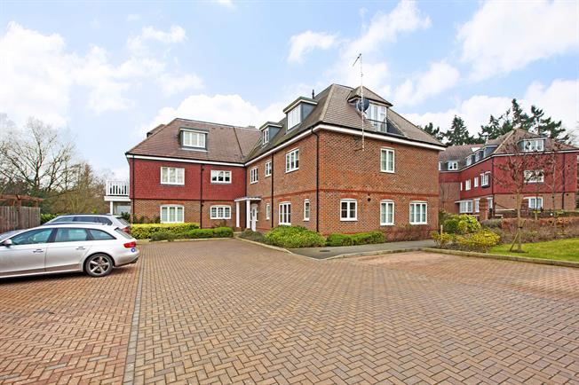 £1,750 per Calendar Month, 3 Bedroom Apartment To Rent in Gerrards Cross, SL9