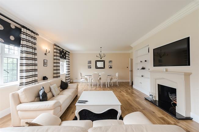 £2,995 per Calendar Month, 3 Bedroom Apartment To Rent in Stoke Poges, SL2