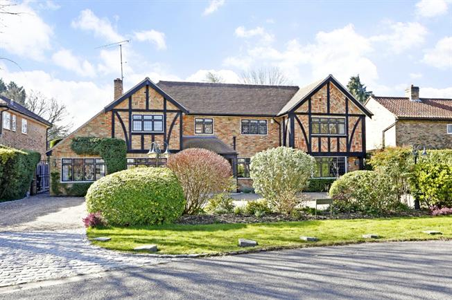 £4,950 per Calendar Month, 5 Bedroom Detached House To Rent in Gerrards Cross, SL9