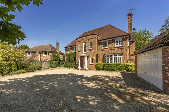 £4,950 per Calendar Month, 6 Bedroom Detached House To Rent in Gerrards Cross, SL9
