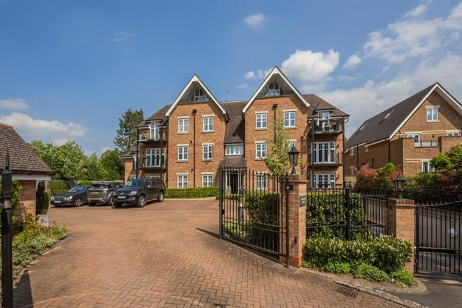 £1,650 per Calendar Month, 2 Bedroom Apartment To Rent in Gerrards Cross, SL9
