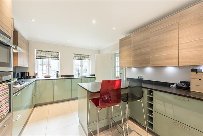£2,350 per Calendar Month, 3 Bedroom Semi Detached House To Rent in Gerrards Cross, SL9