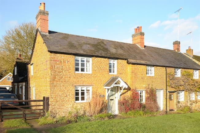 £1,500 per Calendar Month, 4 Bedroom Cottage House To Rent in Banbury, OX17