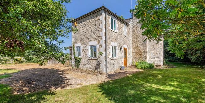 £1,200 per Calendar Month, 3 Bedroom Detached House To Rent in Brackley, NN13