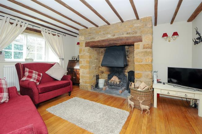 £1,295 per Calendar Month, 3 Bedroom Cottage House To Rent in Bloxham, OX15