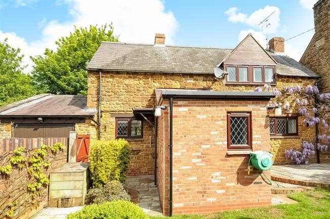 £1,100 per Calendar Month, 3 Bedroom Semi Detached House To Rent in Mollington, OX17