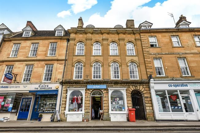 £1,500 per Calendar Month, 4 Bedroom Flat To Rent in Chipping Norton, OX7