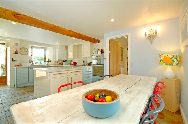 £1,595 per Calendar Month, 4 Bedroom House To Rent in Banbury, OX15