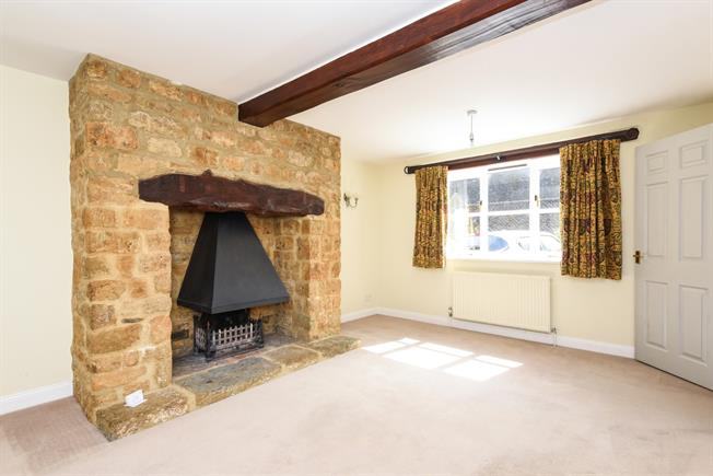 £1,395 per Calendar Month, 3 Bedroom House To Rent in Hornton, OX15