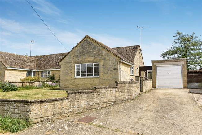 £800 per Calendar Month, 3 Bedroom Bungalow To Rent in Banbury, OX17