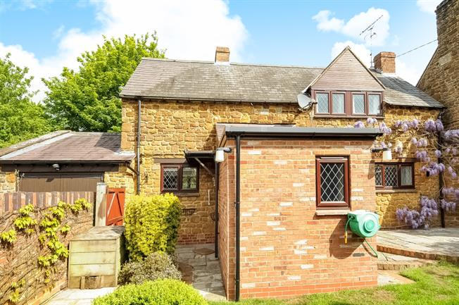 £2,000 per Calendar Month, 3 Bedroom Semi Detached House To Rent in Mollington, OX17