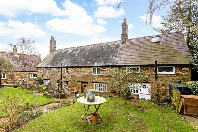 £1,800 per Calendar Month, 4 Bedroom Cottage House To Rent in Banbury, OX17