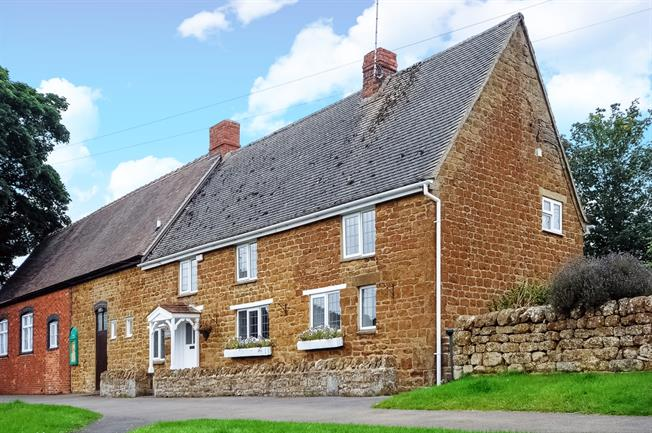 £1,000 per Calendar Month, 3 Bedroom Terraced House To Rent in Banbury, OX15