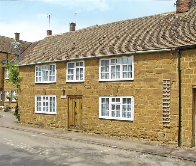 £1,000 per Calendar Month, 3 Bedroom Cottage House To Rent in Southam, CV47