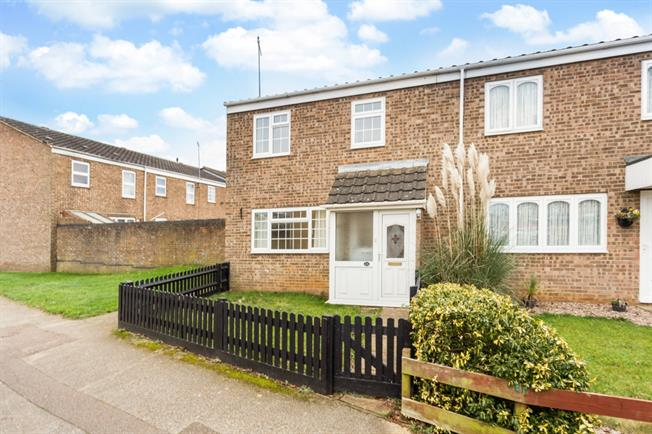 £995 per Calendar Month, 3 Bedroom Semi Detached House To Rent in Banbury, OX16