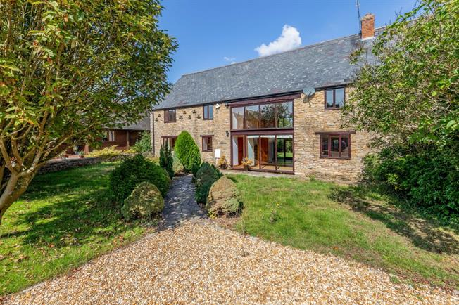 £1,650 per Calendar Month, 5 Bedroom House To Rent in Croughton, NN13