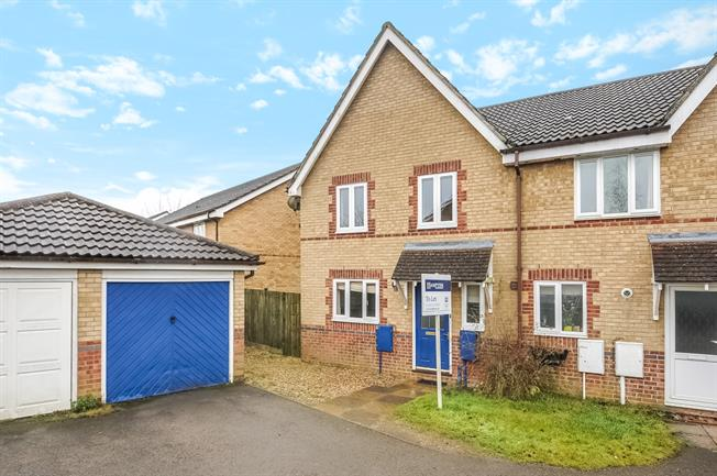 £950 per Calendar Month, 3 Bedroom Terraced House To Rent in Brackley, NN13
