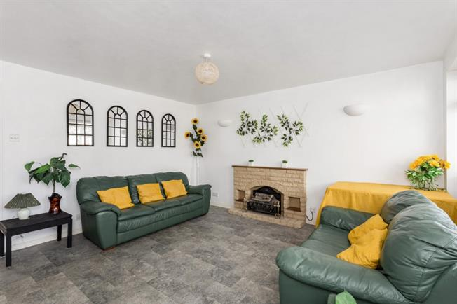 £1,235  per Calendar Month (Calculated), 2 Bedroom Bungalow To Rent in Banbury, OX16