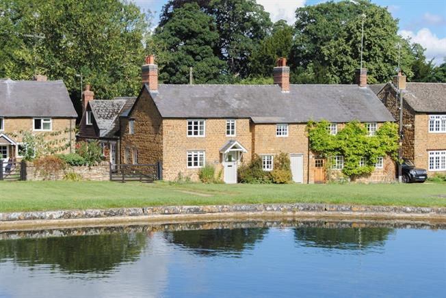 £3,250 per Calendar Month, 4 Bedroom Cottage House To Rent in Banbury, OX17