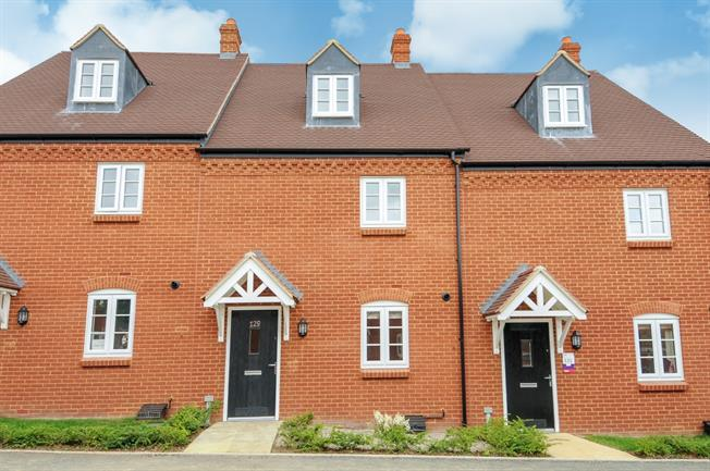 £1,100 per Calendar Month, 3 Bedroom Terraced House To Rent in Brackley, NN13