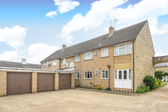 £725 per Calendar Month, 2 Bedroom Apartment To Rent in Aynho, OX17