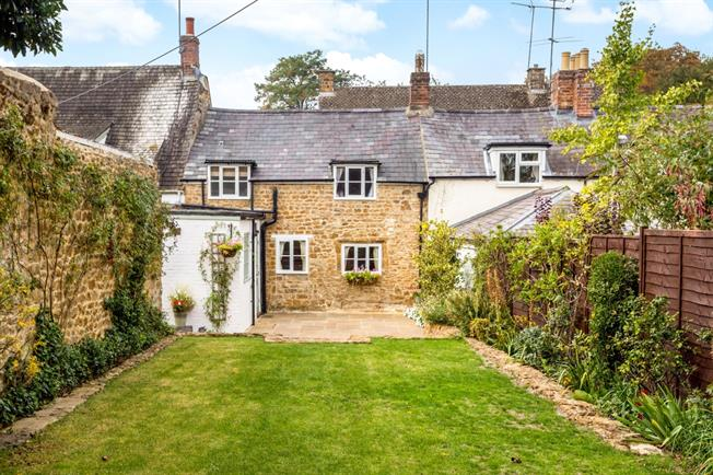 £1,000 per Calendar Month, 2 Bedroom Cottage House To Rent in Banbury, OX15