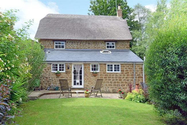 £1,195 per Calendar Month, 3 Bedroom Cottage House To Rent in Bloxham, OX15