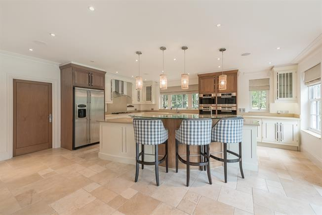 £6,000 per Calendar Month, 7 Bedroom Detached House To Rent in Beaconsfield, HP9