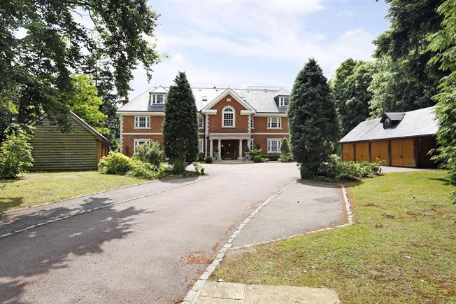 £2,175 per Calendar Month, 2 Bedroom Apartment To Rent in Beaconsfield, HP9