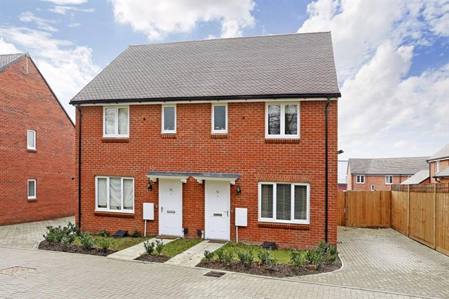 £1,500 per Calendar Month, 3 Bedroom Semi Detached House To Rent in Amersham, HP6