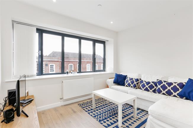 £1,400 per Calendar Month, 2 Bedroom Duplex Apartment To Rent in Beaconsfield, HP9
