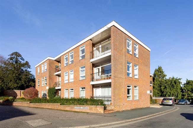 £1,195 per Calendar Month, 2 Bedroom Apartment To Rent in Great Missenden, HP16