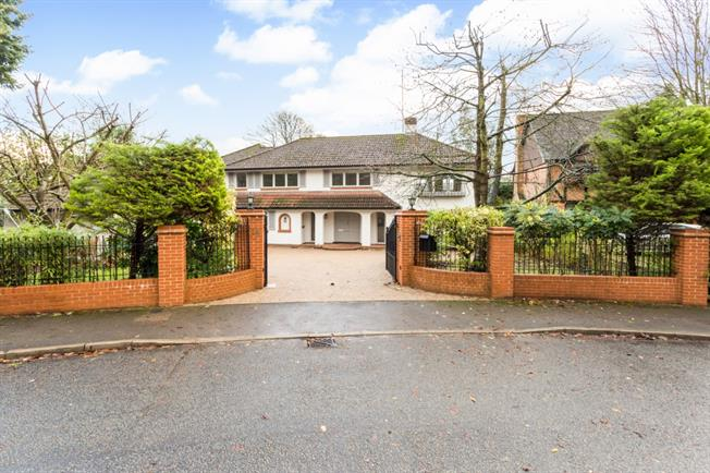 £4,500 per Calendar Month, 5 Bedroom Detached House To Rent in Beaconsfield, HP9