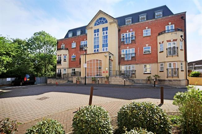 £1,475 per Calendar Month, 2 Bedroom Apartment To Rent in Beaconsfield, HP9