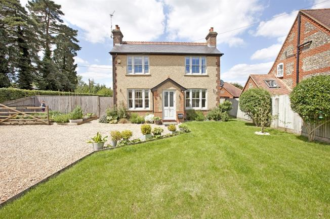 £2,250 per Calendar Month, 3 Bedroom Cottage House To Rent in High Wycombe, HP15